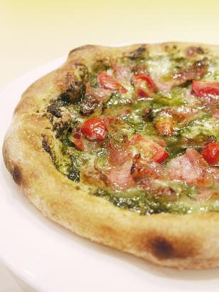 ジェノヴェーゼとグアンチャーレのピザ.JPG